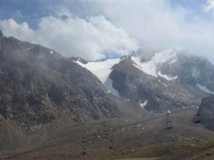 Uitzicht vanaf de hoogste lift in Chymbulaq bij Almaty